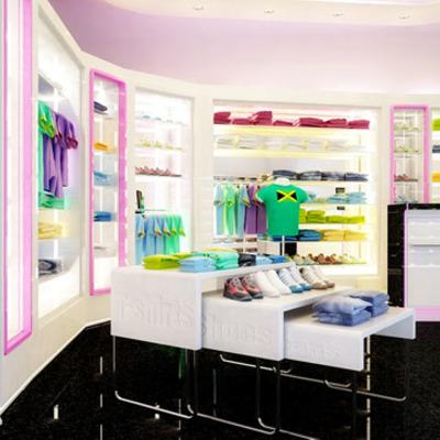Proyecto, reforma y propuesta de decoración para tienda de ropa juvenil en Madrid.