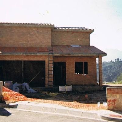 CASA UNIFAMILIAR  EN  CASTELLGALÍ  ( MANRESA )