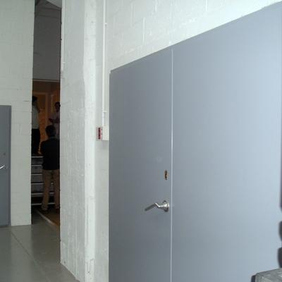 Puerta acústica de plato