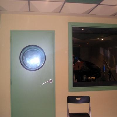 Presupuesto instalar puerta ac stica online habitissimo for Puertas que abren hacia afuera