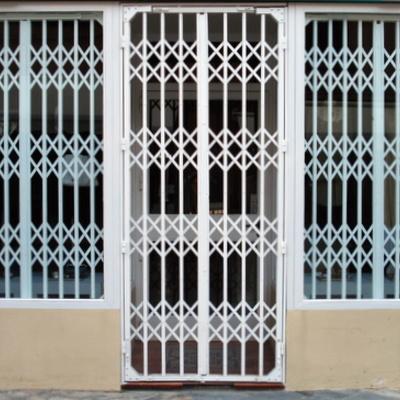 Puerta ballestas corredizo