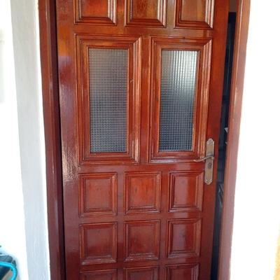 Puerta barnizada y terminada