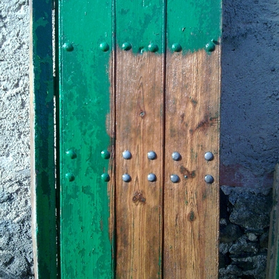 Puerta chorreada para su restauración