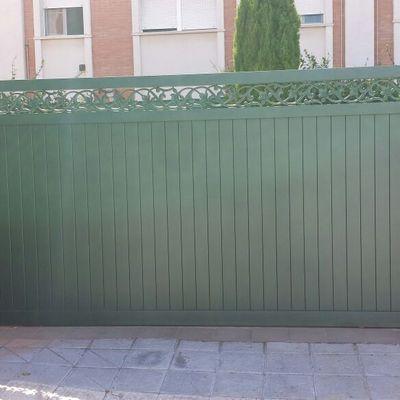 Puerta corredera aluminio soldado.