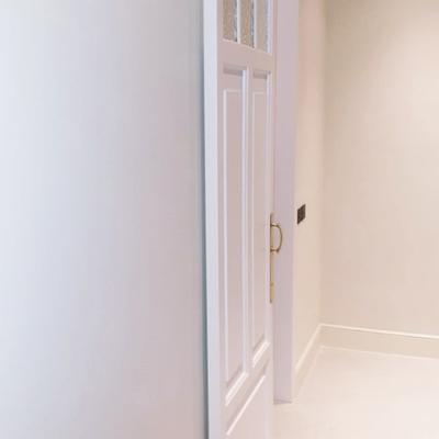 puerta de madera lacada corredera