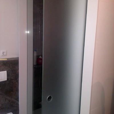puerta corredera de cristal templado