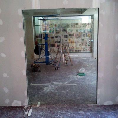 puerta corredera de vidrio por dentro del tabique