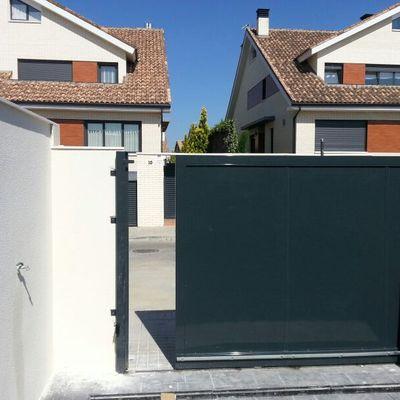 Puerta corredera panelada