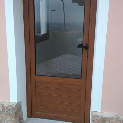 Csv carpinteria metalica castell n de la plana - Puertas de aluminio color madera ...