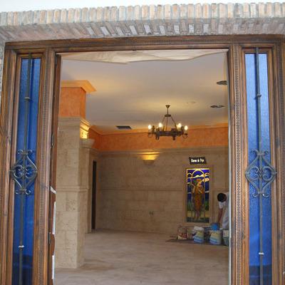 Puerta de entrada salón de reuniones familiar.