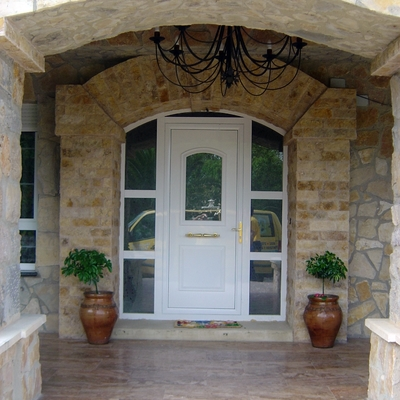 puerta de entrada  chalet Tamón
