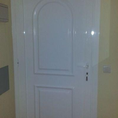 Puerta de entrada con panel