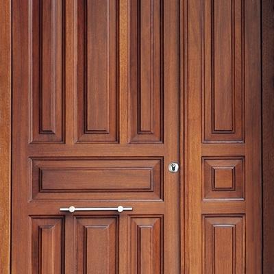 Puerta de entrada de iroko
