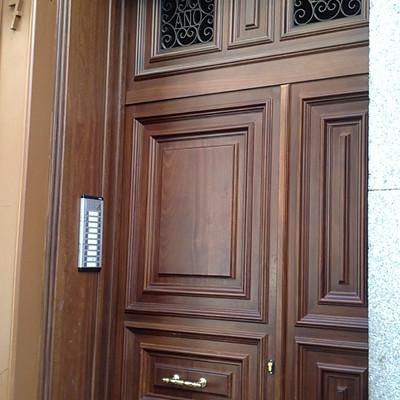 Puerta de entrada edificio