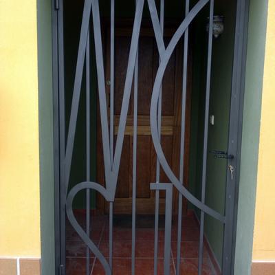 Puerta de forja hecha a fragua