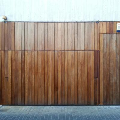 Presupuesto forrar puertas en m laga online habitissimo for Puertas de madera para garage