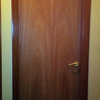 puerta en cedro veta normal 245€
