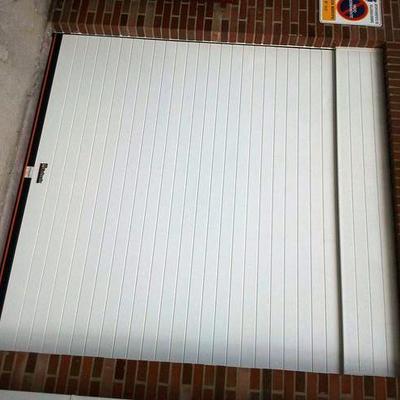 Puerta enrollable en aluminio
