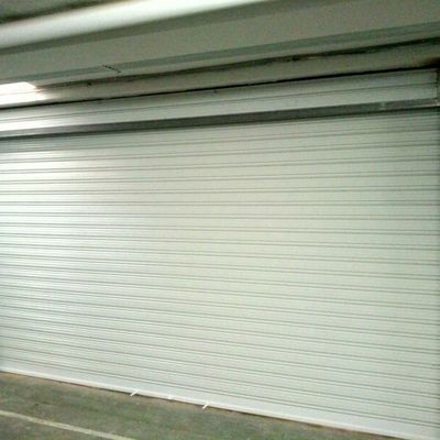 Puerta enrollable para garaje Cubierto