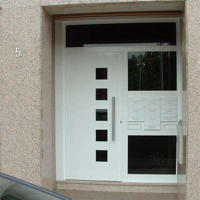 Puerta Entrada Comunidad de Vecinos