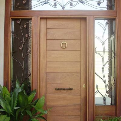 Colocar puerta de entrada good venta puertas garaje for Puertas de entrada principal