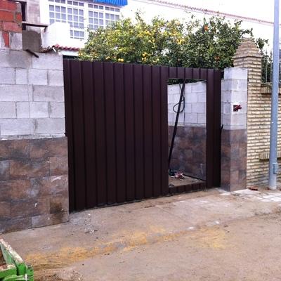 Precios de puertas de garaje correderas habitissimo for Construir puerta corredera