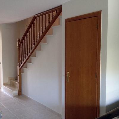 puerta y baranda sin lacar