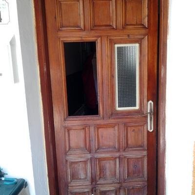 Puerta madera lijada
