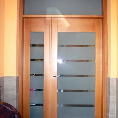Puerta principal de vivienda