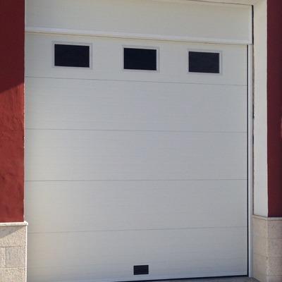 Puerta Seccional Acanalada blanca