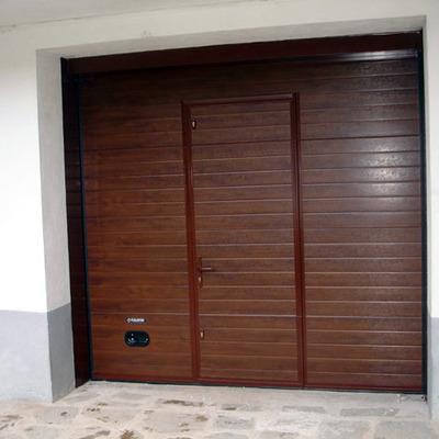 Puerta seccional con puerta de paso Navatek