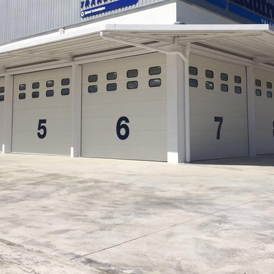 Puerta Seccional Industrial Acanalada blanca