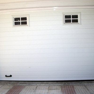 Puerta Seccional Mod. Acanalada Blanca