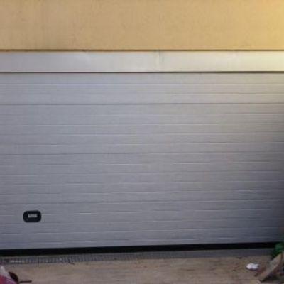 Puerta seccional Ral9006
