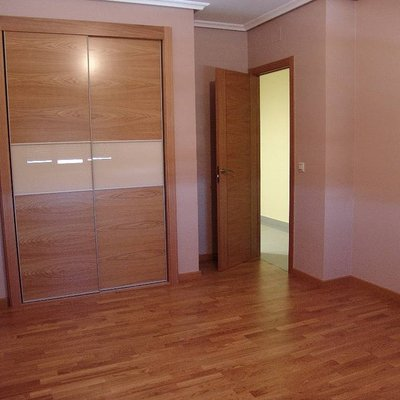 puertas ,armario y suelo
