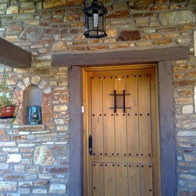 puertas de calle de madera blindadas