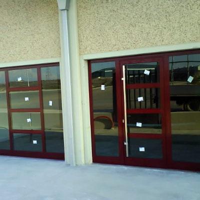 puertas de entrada a nave industrial.