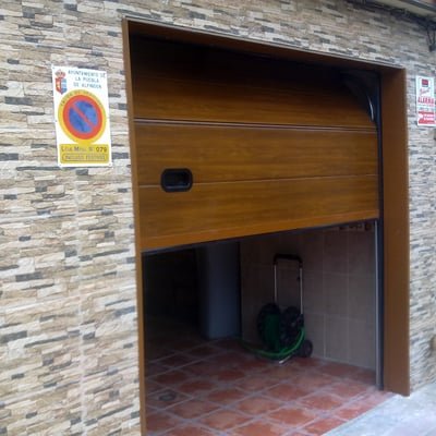 Presupuesto instalar puerta basculante garaje en castell n for Garaje castellon