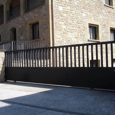 Ideas y fotos de puertas garaje para inspirarte habitissimo for Puertas metalicas