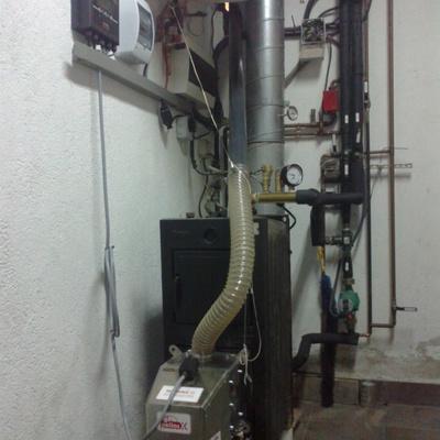 Quemador de biomasa en caldera de leña Roca L20