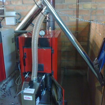 Quemador de biomasa en caldera de leña Roca P30