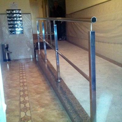 rampa para personas con discapacidad y/o movilidad reducida en avd portugal nº 90