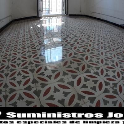 Rebajado, pulido y cristalizado de mosaico.