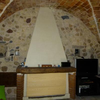 Reconstrucción de casa de piedra de más de 700 años