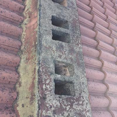Reconstrucción e impermeabilización de chimenea (antes).