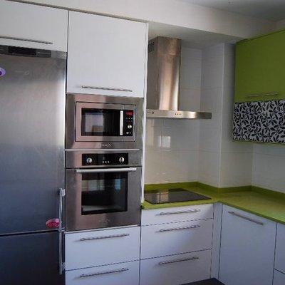 Reforma cocina, muebles en blanco