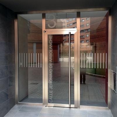Reforma de portal en Jeronimo de Arbolanche (Pamplona)