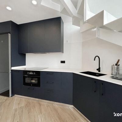 Cocina mueble acabado mate azul