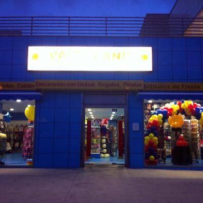 Reforma tienda Partyland fachada finalizada2