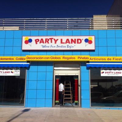 Reforma tienda Partyland fachada finalizada